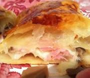 Croissant con prosciutto cotto, scamorza e funghi