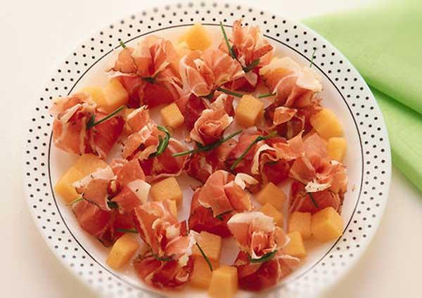 Fagottini di melone e speck