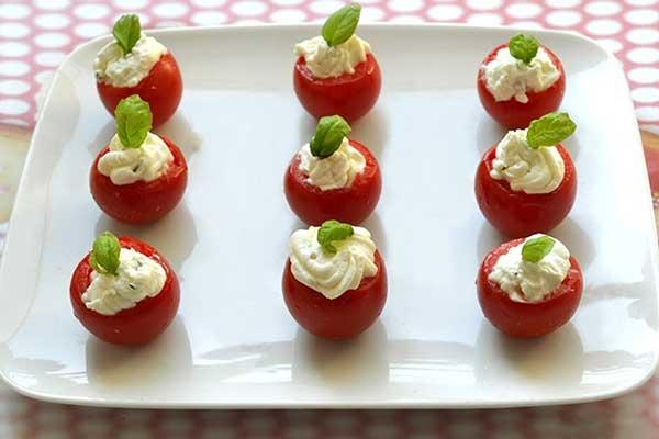 Pomodorini ripieni di ricotta
