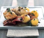 Coniglio al bacon con patate novelle