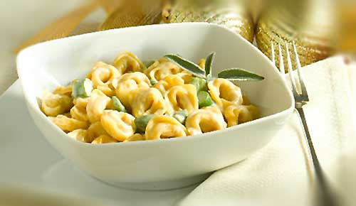 Tortellini con crema di Gorgonzola e asparagi